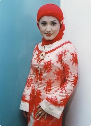 Evie Tamala round corner